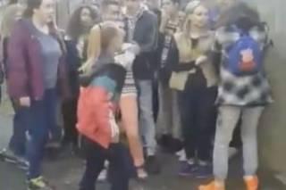 Лидер группы черниговских подростков, избивавшая школьниц, попросила прощения у своих жертв. Главная пострадавшая хочет видеть обидчиков в тюрьме