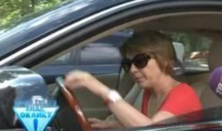 У жены мэра Бучи средь бела дня угнали дорогую иномарку. Прямо в центре города