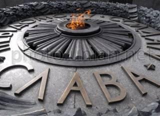 В Киеве вандалы изуродовали комплекс Вечного огня