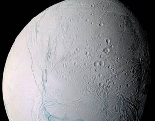 В недрах спутника Сатурна обнаружены условия для существования жизни, подобной земной