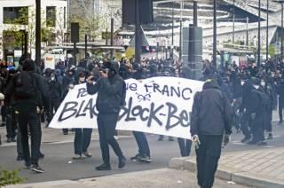 В Париже акция против Марин Ле Пен переросла в массовые беспорядки