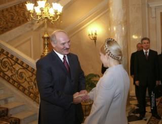 Депутат рассказал историю о том, как Тимошенко не попробовала колбаску Лукашенко и к чему это привело