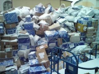 Таможенникам хотят разрешить не только вскрывать, но и уничтожать посылки с подделками торговых марок