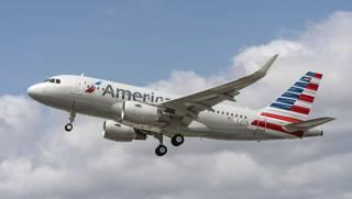 Еще одна крупная авиакомпания США вляпалась в громкий скандал. Сотрудник компании ударил пассажирку