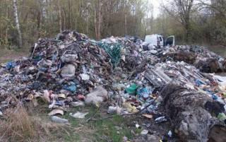 В зоне отчуждения нашли кучи львовского мусора