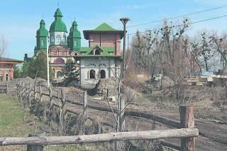 Соседи Порошенко жалуются на высокую коммуналку, соседи Ющенко – на бобров и коз экс-президента. А за Яценюком и вовсе никто не скучает