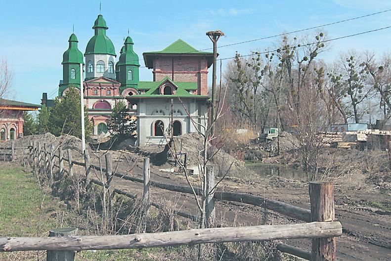Соседи Порошенко жалуются на высокую коммуналку, соседи Ющенко – на бобров и коз экс-президента
