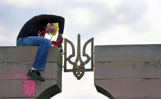 Польские националисты разобрали надгробный памятник воинам УПА, который якобы «портил эстетический вид кладбища»