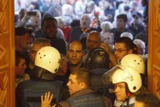 ЕС и НАТО шокированы захватом парламента в Македонии. Украинцев просят воздержаться от поездок в эту страну