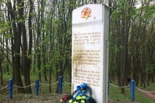 Очередной вопиющий акт вандализма произошел на могиле жертв Холокоста под Тернополем