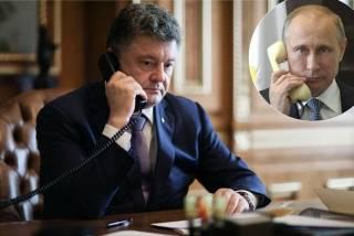 Российские СМИ утверждают, что Порошенко и Путин продолжают регулярно общаться и даже шутят. В АП говорят, что это ложь