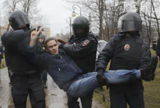 По России прокатилась акция протеста «Надоел». Люди не хотят видеть Путина на следующих выборах