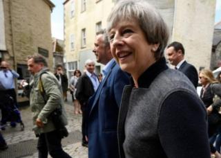 ЕС требует от Великобритании 100 млрд евро отступных за Brexit, а Мэй отказалась урегулировать проблему
