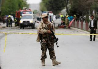В центре Кабула смертник взорвал колонну миссии НАТО. Есть погибшие, много раненых