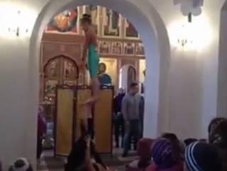 «Воскресное Party в Храме»: родина Азарова прославилась на весь «Русский мир» современными танцами и акробатами в церкви