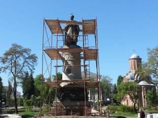 Памятник Богдану Хмельницкому в Чернигове в ходе реконструкции повернут спиной к Москве