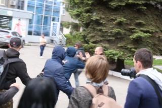 Ультраправые молодчики разогнали ЛГБТ-акцию в Харькове. Пострадали двое полицейских