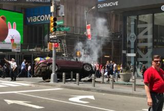 В центре Нью-Йорка автомобиль врезался в толпу прохожих. Есть жертвы (обновлено)