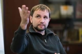 Вятрович предлагает украинцам разорвать связи с родственниками, живущими в России. Люди считают, что он бредит