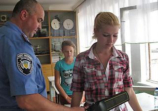 В Украине стартовала основная сессия ВНО. Детей обыскивают, как настоящих террористов