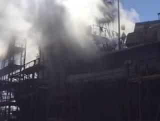 В суровом Николаеве во время ремонта загорелось военное судно