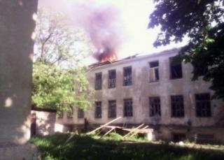 Боевики  накрыли Красногоровку мощным огнем из танков и «Градов». Горят здания