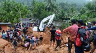 Затяжные ливни спровоцировали на Шри-Ланке наводнения и оползни. Погибли более ста человек