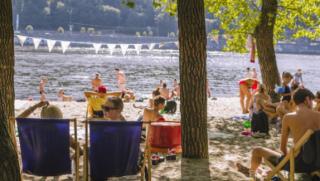 Киев готовится к открытию пляжного сезона. Частники уже взвинтили цены