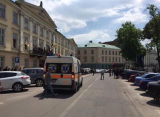 Во Львове сессию облсовета забросали дымовыми шашками. Ранена беременная журналистка