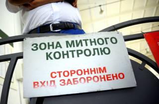 Таможенники опровергли информацию о блокировании ввоза товаров известных брендов
