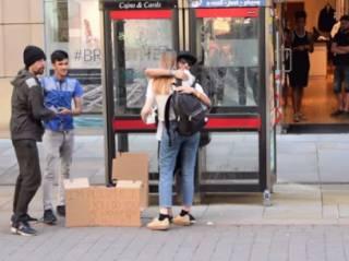 Мусульманский паренек эффектно и трогательно вернул жителям Манчестера веру в людей