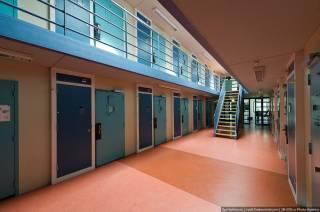 В Нидерландах из-за нехватки заключенных массово закрываются тюрьмы. Оставшиеся заполняют преступниками из Норвегии