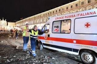 В результате взрыва петарды в центре Турина пострадали около 1000 человек