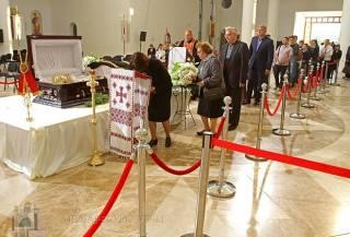 УГКЦ открыла собор Воскресения Христова на всю ночь, чтобы все желающие смогли попрощаться с Любомиром Гузаром