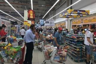 Разрыв дипотношений с Катаром приносит первые результаты. Люди бросились скупать еду, питьевую воду и одежду