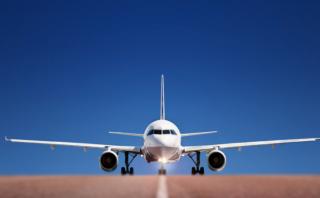 В австралийском аэропорту люди выпрыгивали из самолета из-за записки о заложенной бомбе