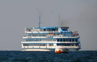Круизный лайнер «Генерал Ватутин» сегодня пришвартуется в Ростове и со следующего года будет обслуживать речные круизы в России