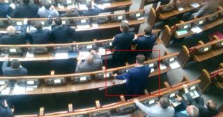 Нардеп Яценко настойчиво продолжает заниматься кнопкодавством