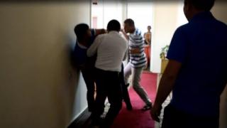 В Николаевском облсовете «мужской разговор» депутатов закончился эффектной дракой