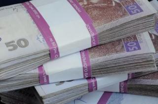 Прокурор Киевской области в мае заработал почти 40 тысяч гривен, а отец Гройсмана получил премию «за вклад в развитие города»