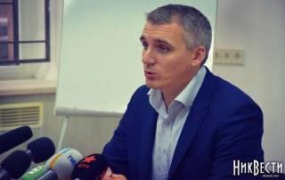 Мэр Николаева через балкон убежал от полиции и журналистов