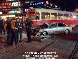 Ночью в центре Киева нардеп Барна попал в серьезное ДТП