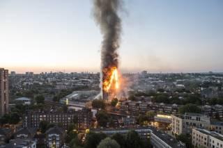 Число погибших в грандиозном пожаре в Лондоне увеличилось и, похоже, будет расти и дальше