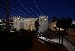 В центре Иерусалима палестинцы напали на полицейских. Есть жертвы