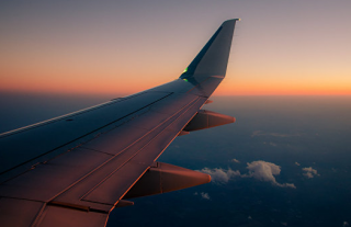 В самолет, летевший из Стамбула в Тбилиси, попала молния
