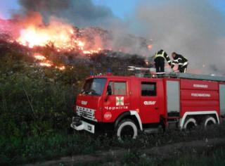 Под Черниговом вспыхнул масштабный пожар на свалке