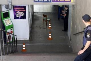 В Днепре неизвестные избили полицейского и выстрелили ему в лицо