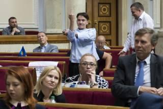 Савченко показала Гройсману средний палец в ответ на его жест