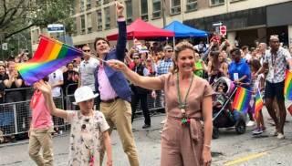Пока в Турции полиция расстреливала участников гей-парада резиновыми пулями, в Канаде на мероприятие впервые вышел премьер-министр