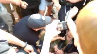 В Николаеве на встрече с Савченко полицейский наступил на лицо лежащему мужчине